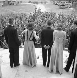 591px-An_ENSA_concert_party_entertaining_troops_from_the_steps_of_a_chateau_in_Normandy,_26_July_1944__B8050