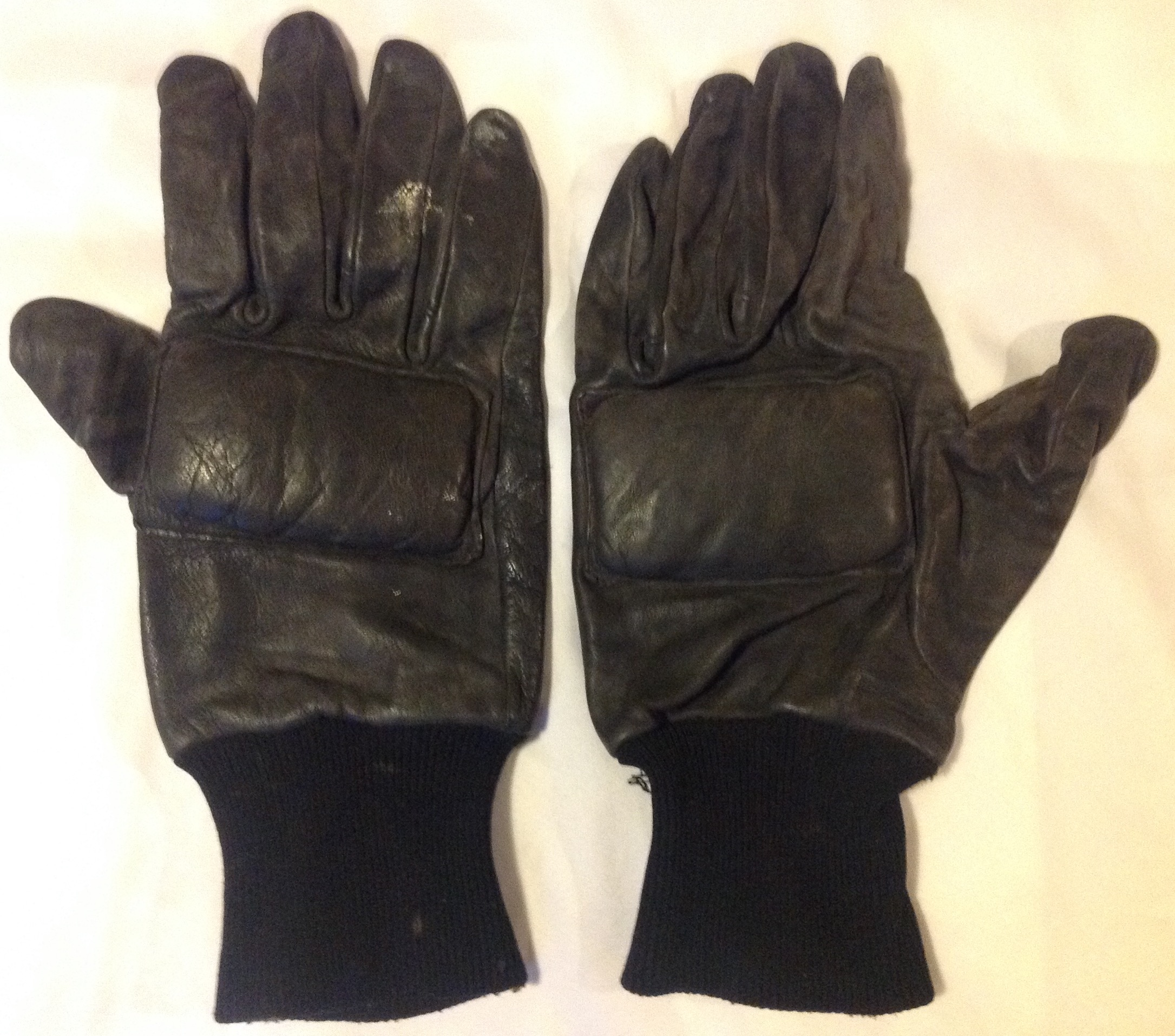 Black leather work gloves nsn - New Gloves Were Introduced Between 1974 76 And Were Designed For Use In An Urban Environment Being Made Of Black Leather Image