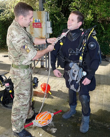 surg-lt-jamie-vassallo-being-prepared-for-army-diving-session