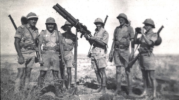 mombasa-ron-mybur-1940-1-with-artillery-(right)
