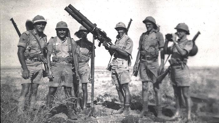 mombasa-ron-mybur-1940-1-with-artillery-(right)