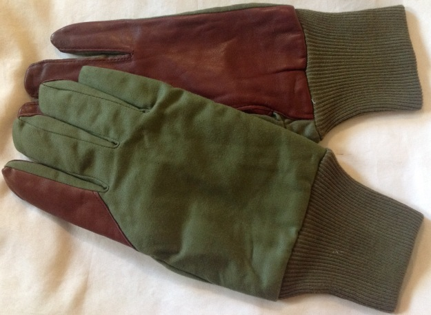 b9097beb6 These gloves are made of a green fabric, possibly a poly cotton blend, with  a leather palm for added grip: image